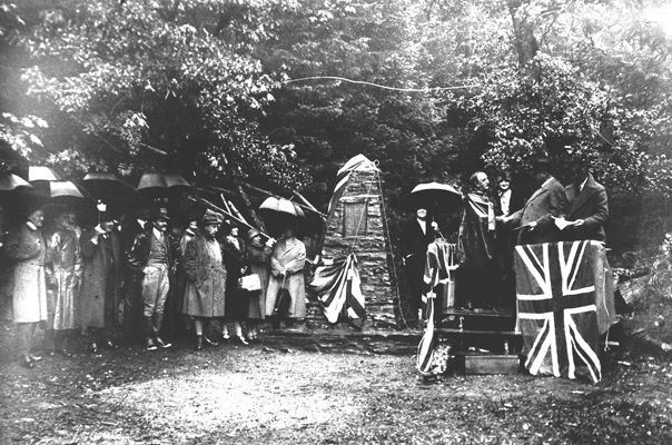 Lieutenant Governor Robert Bruce unveiling the cairn, 1 Oct. 1928. Image NA-40363, courtesy of Royal BC Museum, BC Archives.